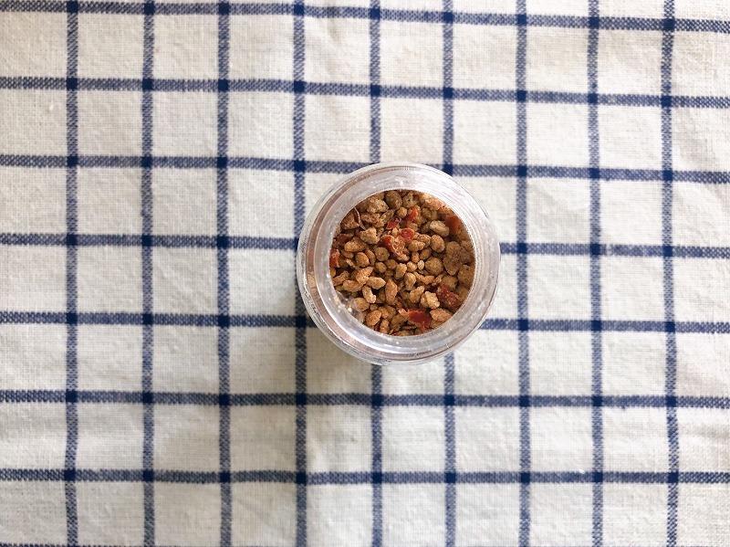 カルディの海老塩の中身を撮影した写真