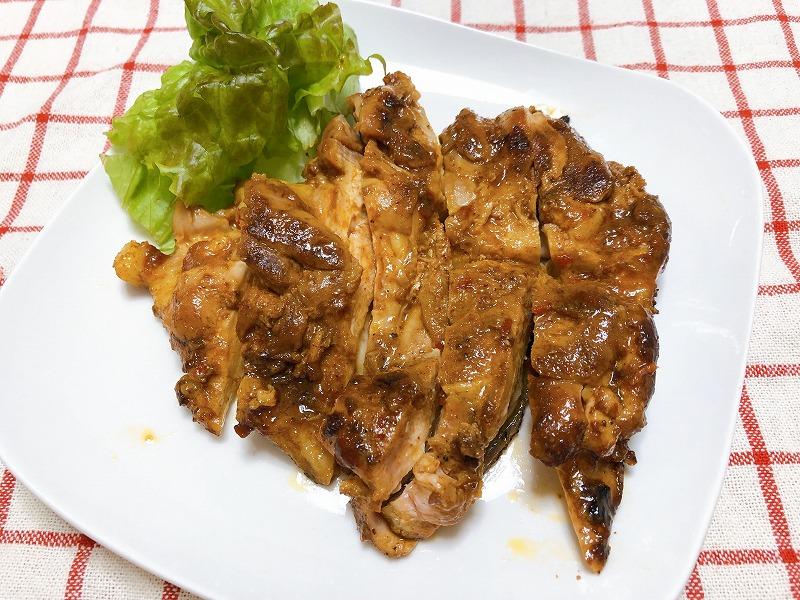 焼きあがった鶏肉を撮影した写真