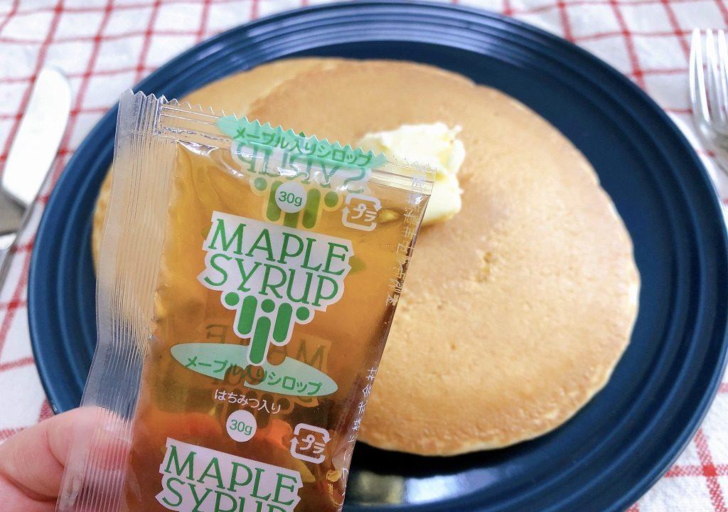 ホットケーキにセットでついているメープルを撮影した写真