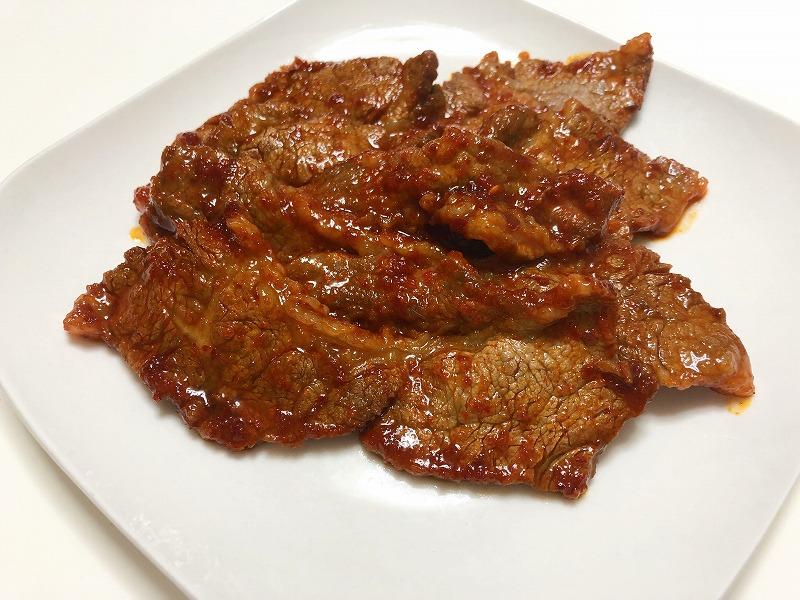 焼きあがった牛肉を撮影した写真