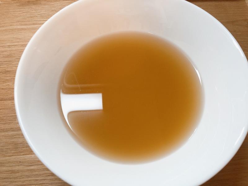 カルディ冷麺のスープを作成する様子